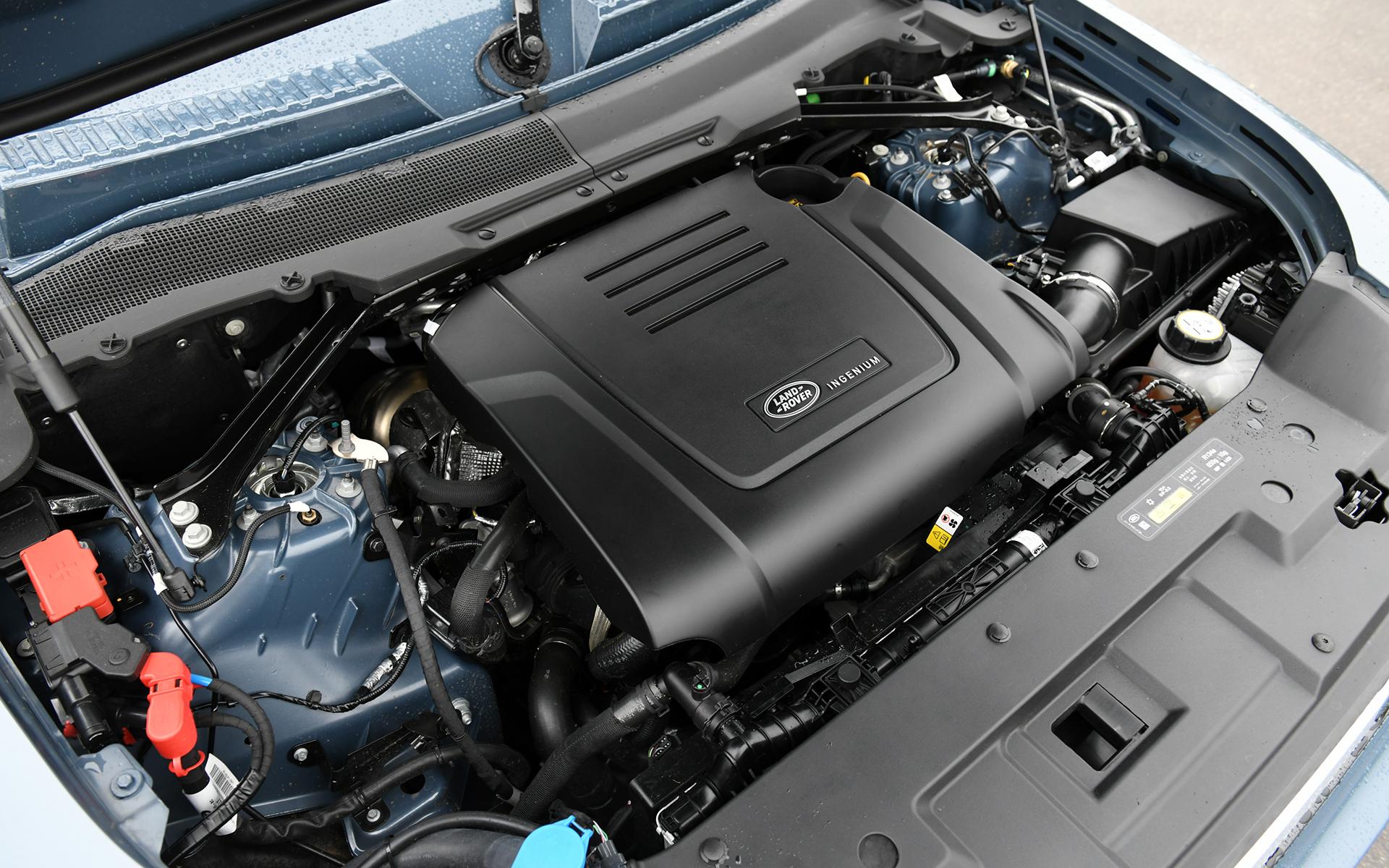 最高出力221kw(300PS)/5500rpm、最大トルク400Nm/2000rpmを発生する直列4気筒DOHC 2.0リッターターボエンジンを搭載。トランスミッションには8速ATを組み合わせ4輪を駆動する