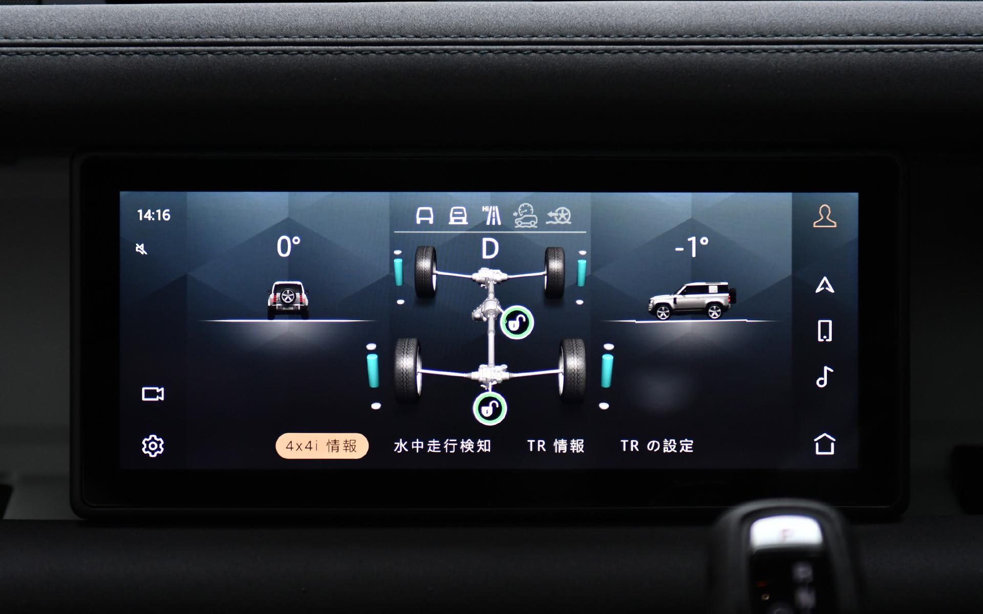 """10インチタッチスクリーンではデフのロック状態を確認できるほか、ボンネットを""""シースルー""""したように映像で確認できる「ClearSightグラウンドビュー」、360度周囲の安全確認をサポートする「3Dサラウンドカメラ」、水深をリアルタイムにグラフィカル表示する「ウェイドセンシング」といったシステムで安心・安全な走行をサポート"""