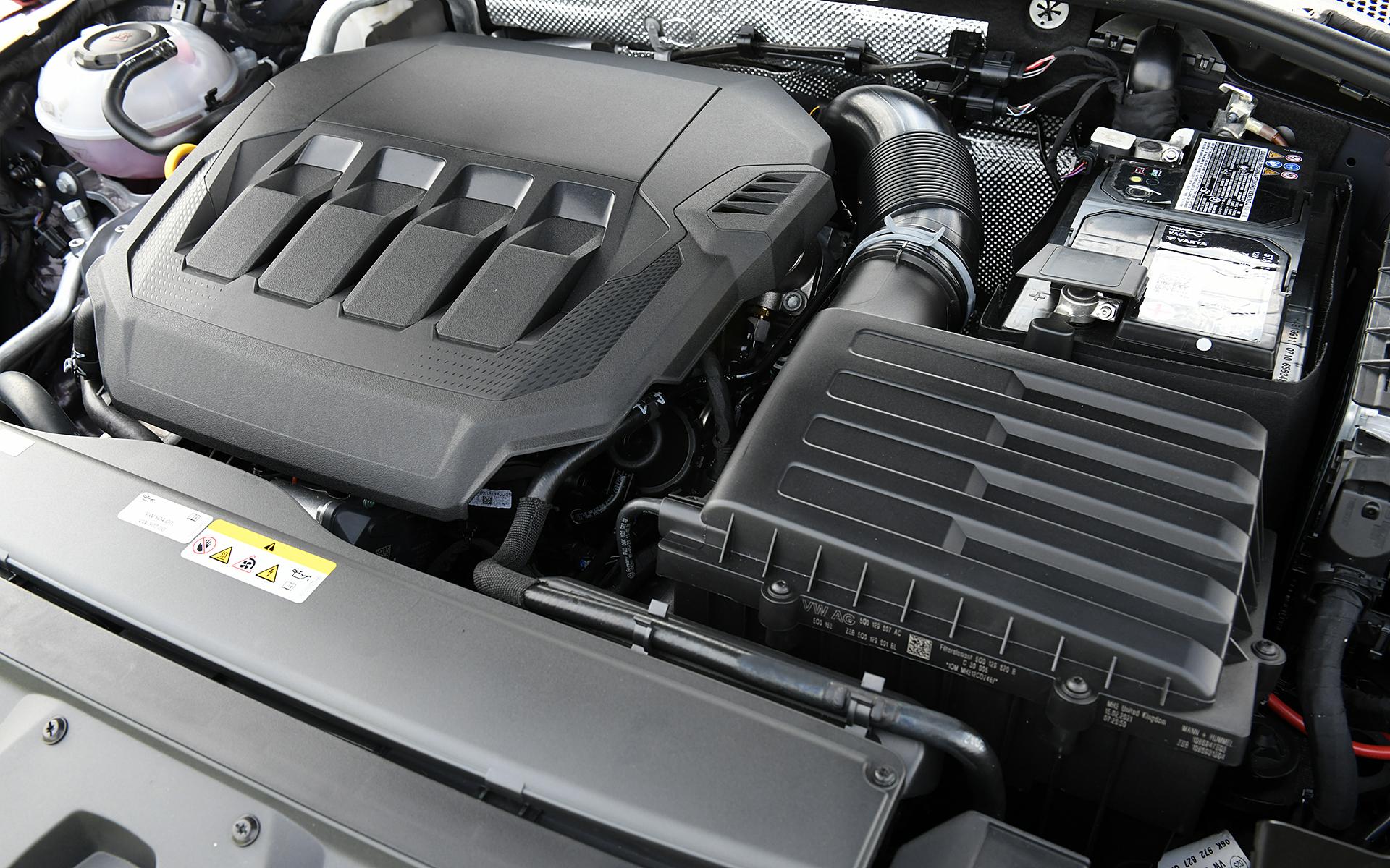 最高出力200kW(272PS)/5500-6500rpm、最大トルク350Nm(35.7kgfm)/2000-5400rpmを発生する直列4気筒DOHC 2.0リッターターボエンジンを搭載。トランスミッションには7速DSGを組み合わせ、4輪を駆動する。WLTCモード燃費は11.5km/L