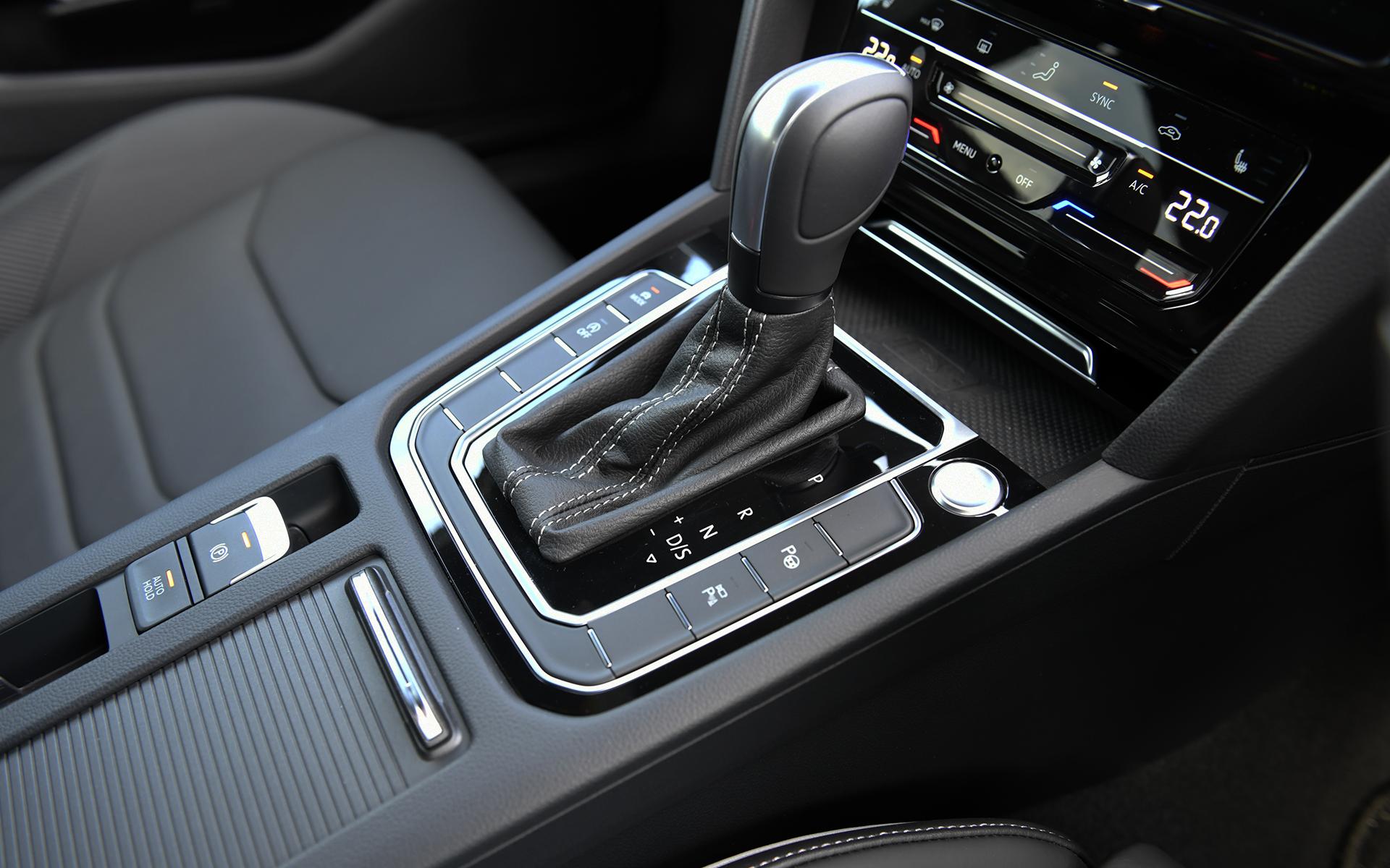 """インフォテイメントシステム""""Discover Pro""""、デジタルメータークラスター""""Digital Cockpit Pro""""などを標準装備。なお、アルテオンとアルテオン シューティングブレークで装備差はない"""