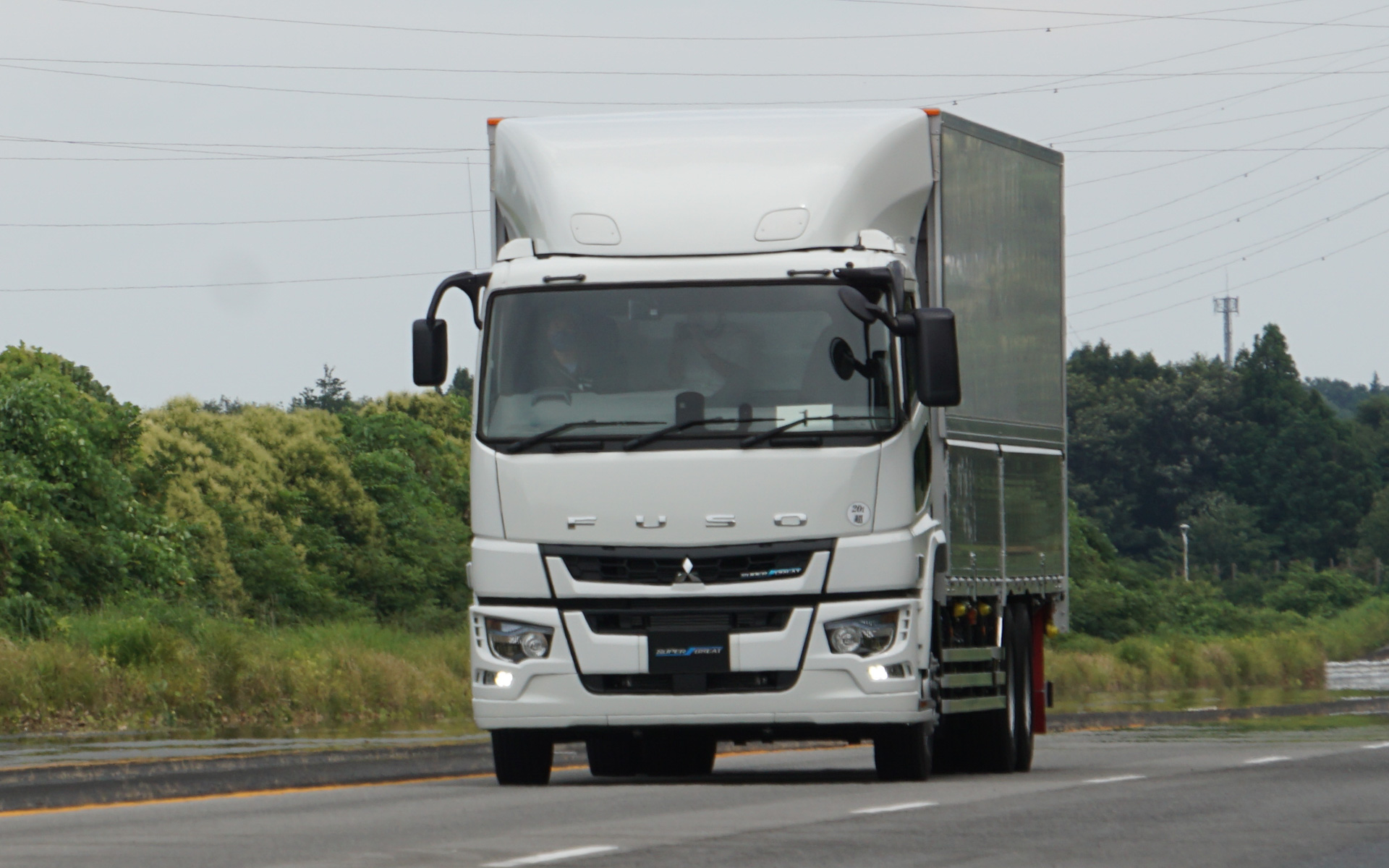 大型トラックの新型「スーパーグレート」