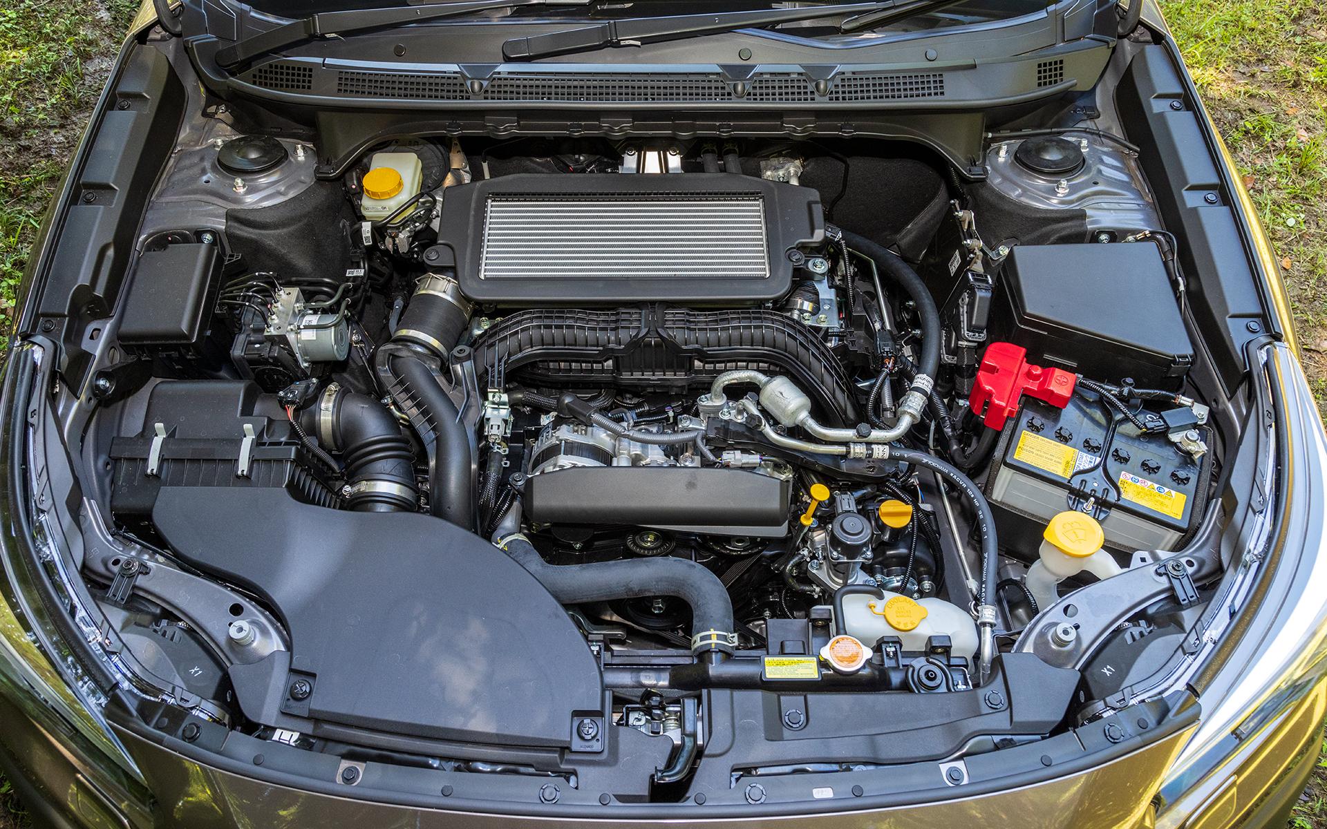 エンジンは先代モデルの2.5リッターから1.8リッターへと排気量ダウン。だが、ターボ付きとなったことでスペックは最高出力130kW(177PS)、最大トルク300Nm(30.6kgfm)へと向上している