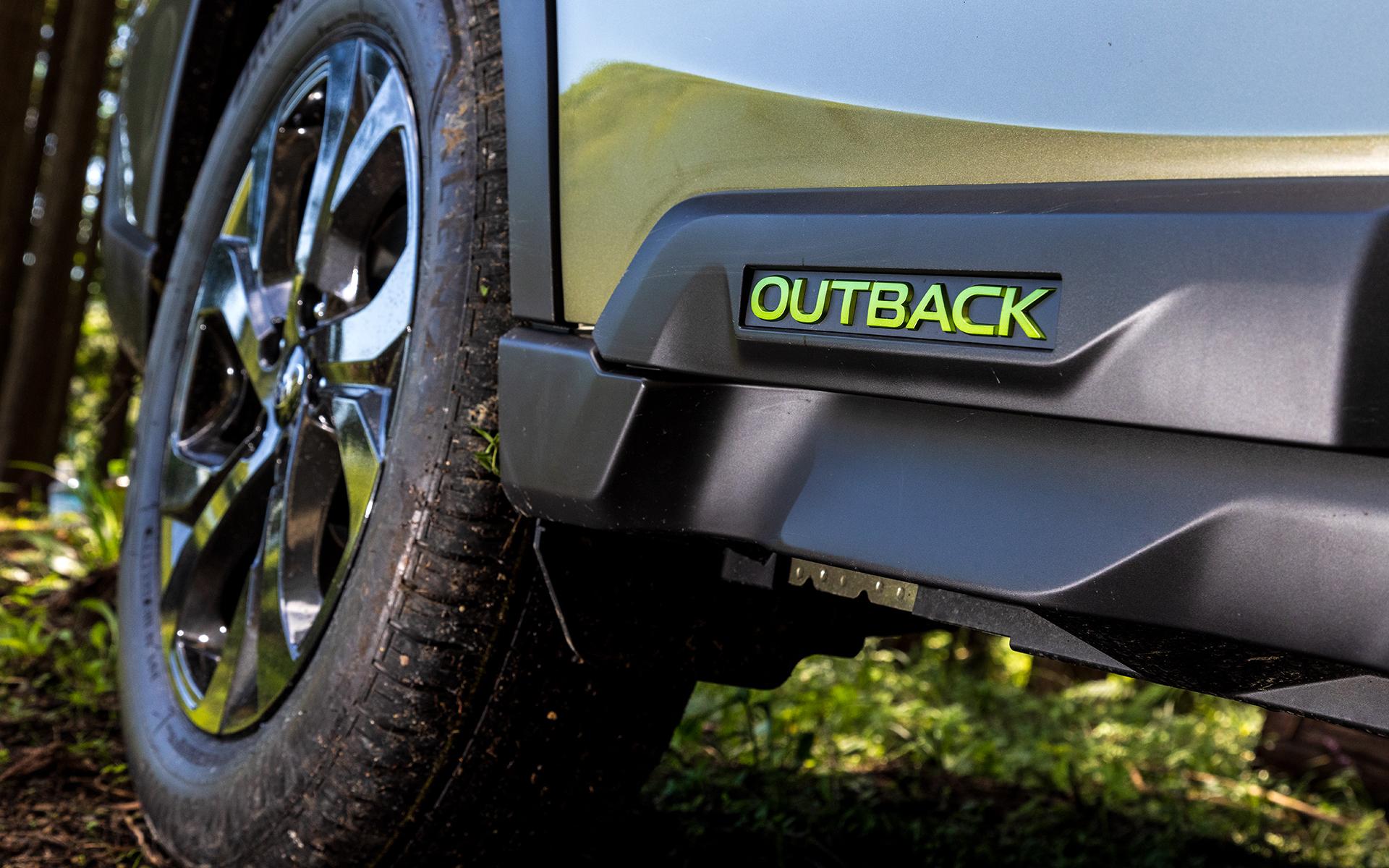 サイドのクラッディングパネルに用意される車名ロゴはエナジーグリーン