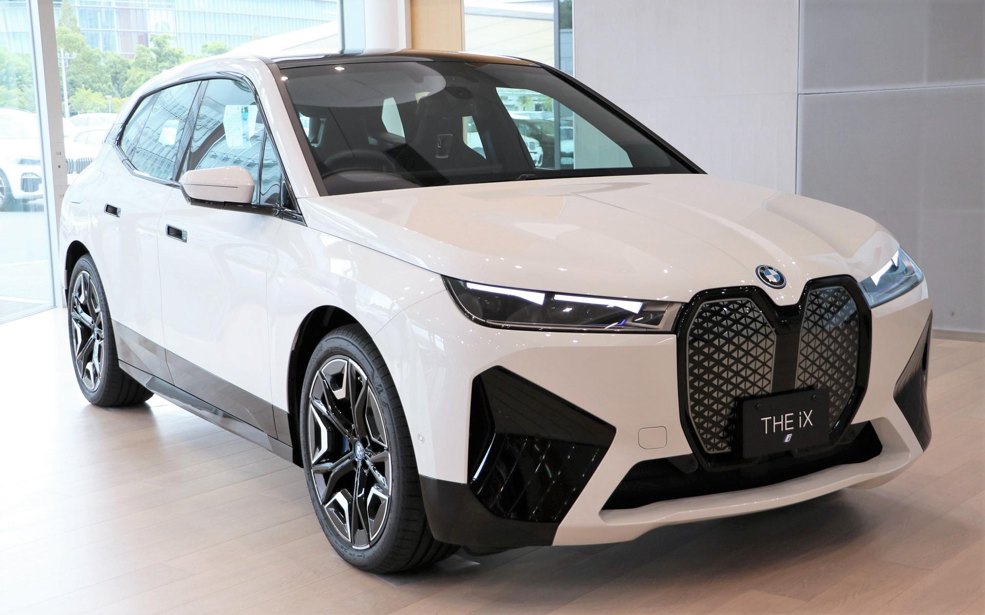 BMWの新型BEV「iX」を先行披露