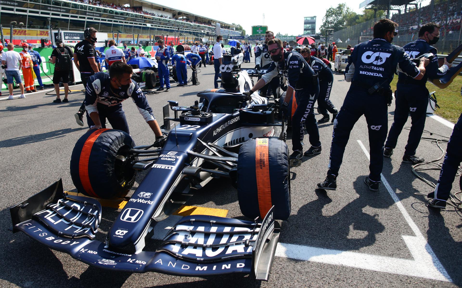 角田裕毅選手はスタート直前、ブレーキに不具合が見つかりスタートすることができなかった