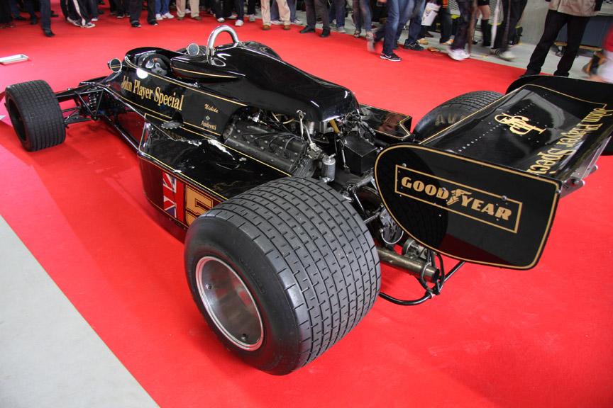 1976年にマリオ・アンドレッティがドライブしたロータス77。富士スピードウェイで開催された日本で初めてのF1レースで優勝している
