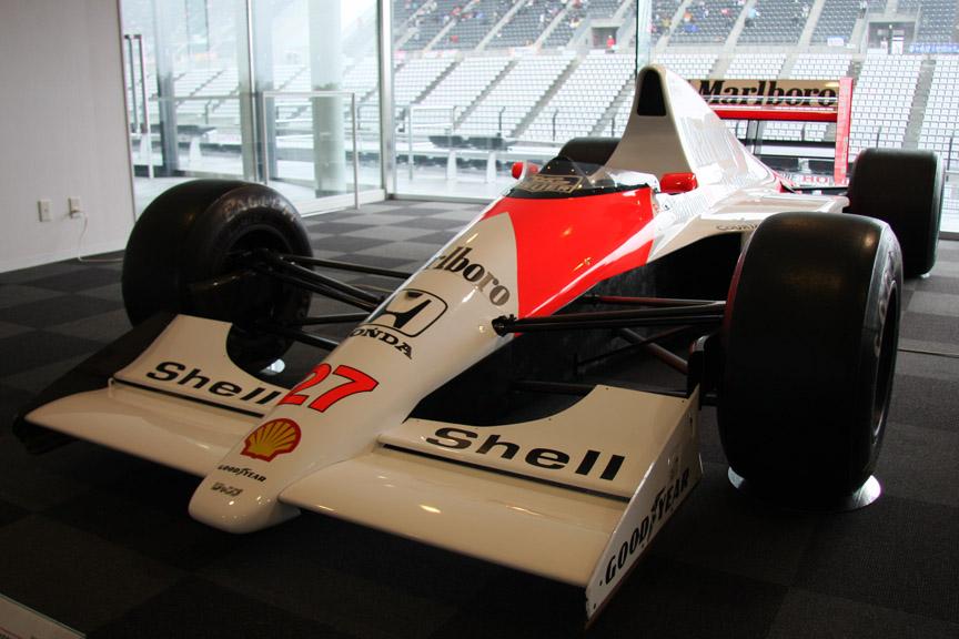 マクラーレン・ホンダMP4/5B。1990年にアイルトン・セナが乗ってシリーズチャンピオンを獲得