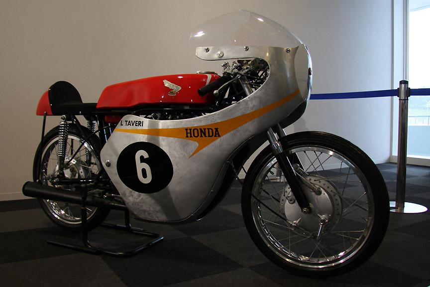 ホンダRC145。1962年ロードレース世界選手権11戦中10勝を飾り、125ccクラスでタイトルを獲得