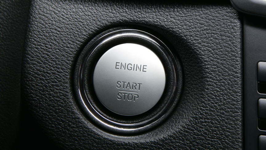 エンジンはボタンでスタート/ストップ。キーは携帯しているだけでよい