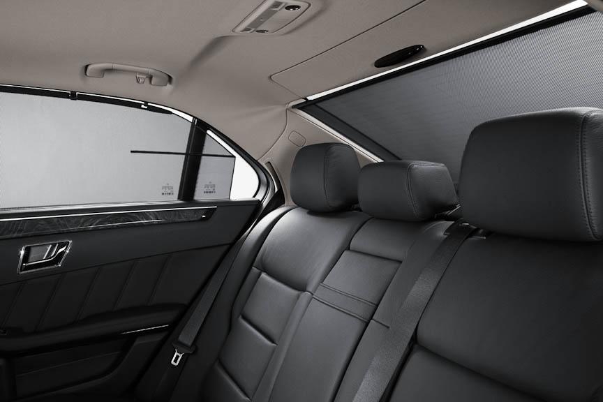 サイドとリアのブラインドを含むサンプロテクションパッケージはE350アバンギャルド以上に標準、そのほかはオプション)