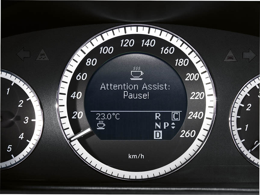 ドライバーの状態を検知して警告するアテンション・アシスト