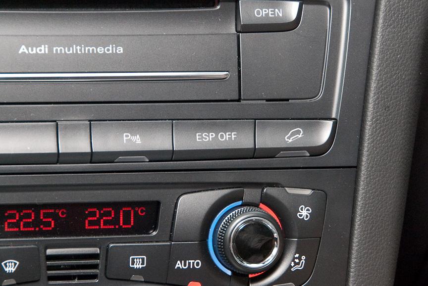 「ESP OFF」のスイッチでオフロードモードにすることができる