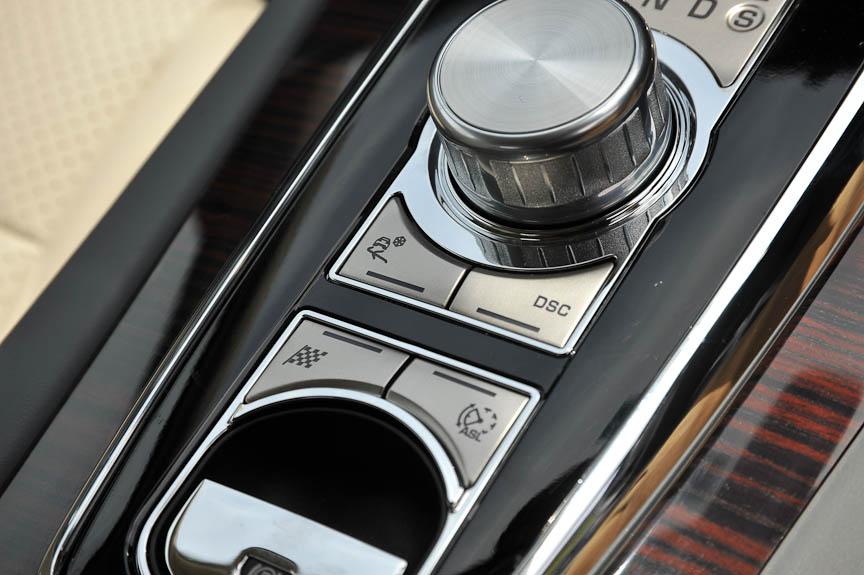 DSCやエンジンなどのモードを切り替える「Jaguar Driveコントロール」