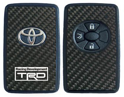 カーボンスマートキーガーニッシュ(艶なし)。表裏2枚セットになっており、片面には「TRD」のロゴが入る