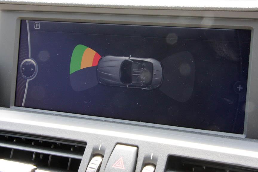 車体前後の障害物を検知するパーク・ディスタンス・コントロールも標準装備