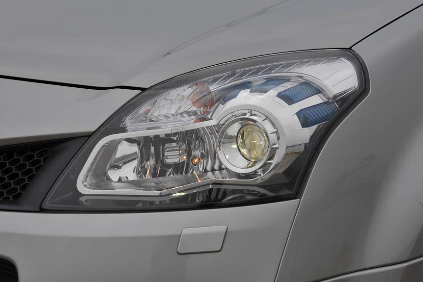 コレオス・プレミアムのヘッドライトはバイキセノンタイプ。ウォッシャー機能も付いている