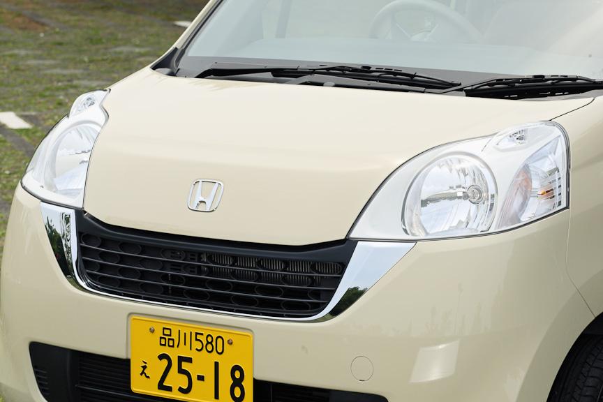 バンパーは各モデル専用タイプを採用しており、パステルはボンネット直下にある大きな開口部が特長