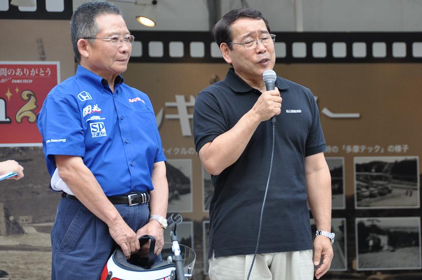 開会の挨拶を行う高橋国光氏(左)と長谷見昌弘氏(右)