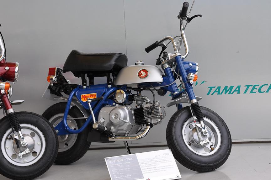 モンキー Z50A(1969年)。前後のタイヤが5インチから8インチに変更され、フロントにサスペンションを装備