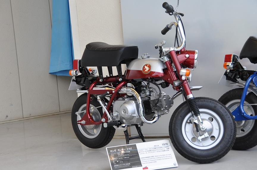モンキー Z50Z(1970年)。リアフットブレーキを装備したほか、マフラーがダウンタイプからアップタイプに変更されている