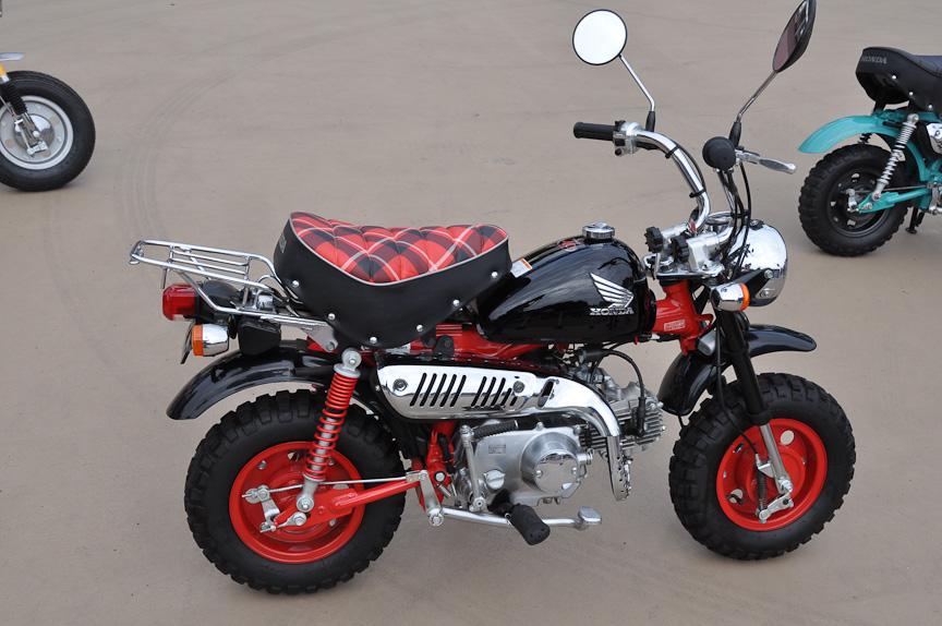 高橋氏が乗った、モンキーの40周年特別仕様。タイプ的にはZ50J-Iとなる。Z50Mをイメージさせるチェックのシートなどが装備されている