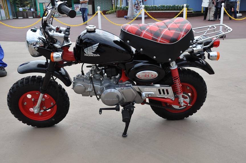 40周年記念の特別仕様車のため、サイド部にスペシャルエンブレムが付いている