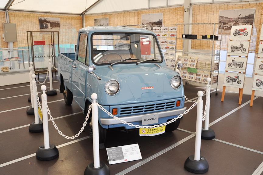 園内には「懐かし横町」というテントが設けられ、その中にはホンダ「T360」も展示されていた。ホンダ初の量産市販4輪車であり、DOHCエンジンをミッドシップに搭載する