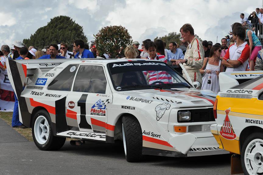 ホスト・メーカーのアウディは、日本ではラリーシーンでの活躍のほうが知られているかもしれない。クワトロA2(左、中)やパイクス・ピーク仕様のスポーツ・クワトロS1などを走らせた