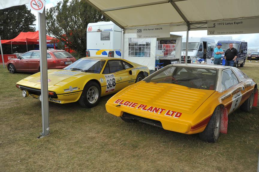 フェラーリ308GTB(左)とロータス エスプリ