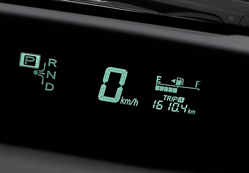 25日、新型プリウスで無給油1000マイル走行を達成。しかし燃料の残量から見てあと200km程度の走行が限界のため、新型はここで一度走行を止め、旧型のチャレンジに専念することにした