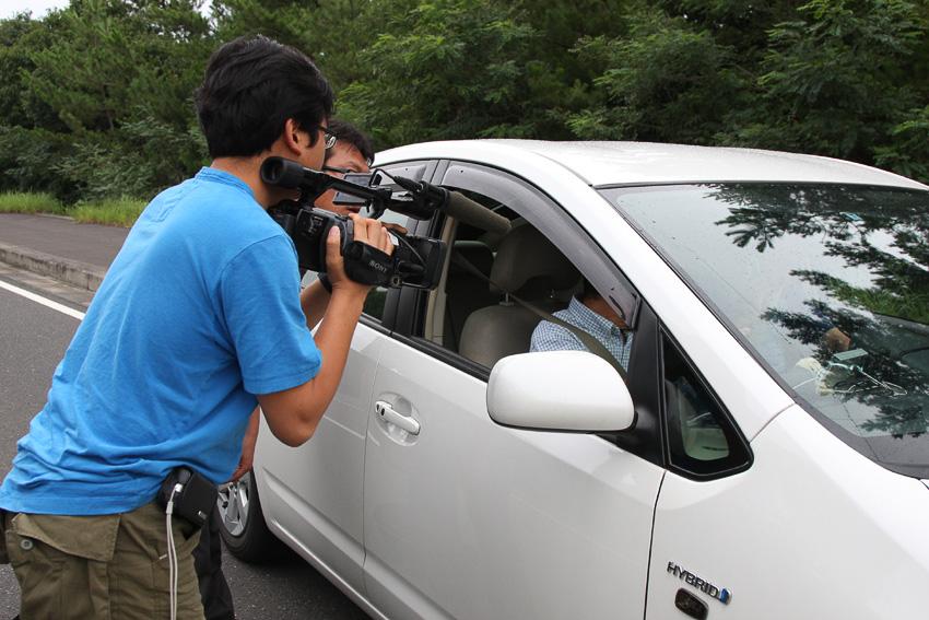 26日の夕方からは、韓国のMBC放送の取材クルーも合流。韓国では、現代自動車が「アバンテLPiハイブリッド」を発売するなど、ハイブリッドカーへの関心が急速に高まっているため、熱の入った取材をしていた