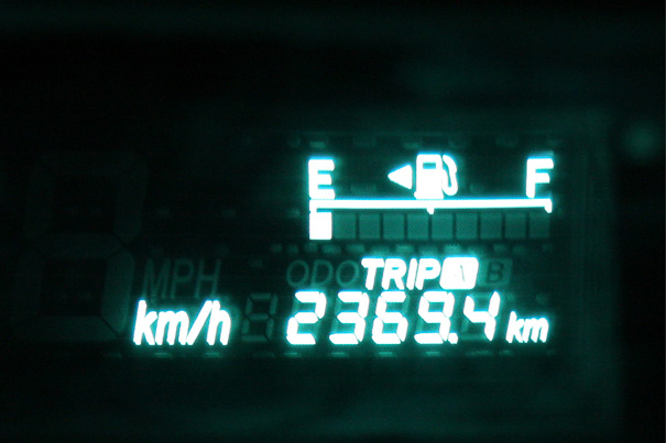 最終的なトリップメーター。2369.4kmを表示する