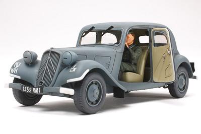 1/35スケールの11CV。会場では、模型とともに実車を展示
