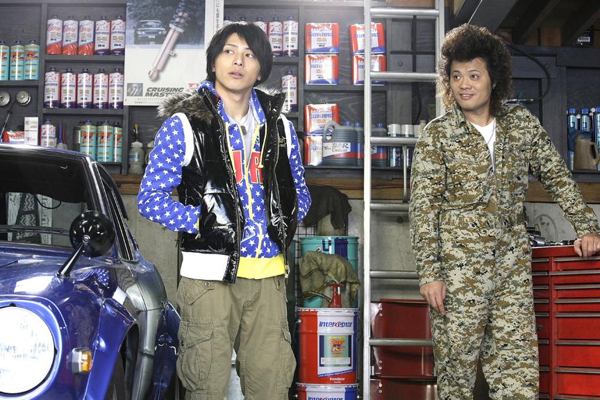 高橋正輝は同級生として、高橋功太はチューナーとしてアキオをサポートする