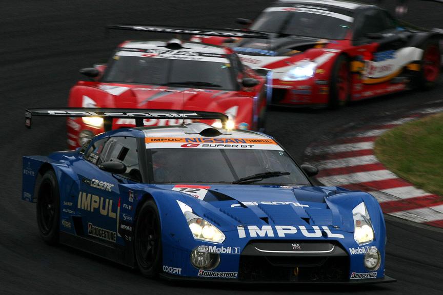 後方でも僅差のバトルが繰り広げられた。5、6、7位になった12号車 IMPUL カルソニック GT-R、1号車 MOTUL AUTECH GT-R、39号車 DUNLOP SARD SC430
