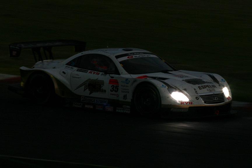 レース再開後、ナイトランも安定した走りで逃げ切った35号車 KRAFT SC430