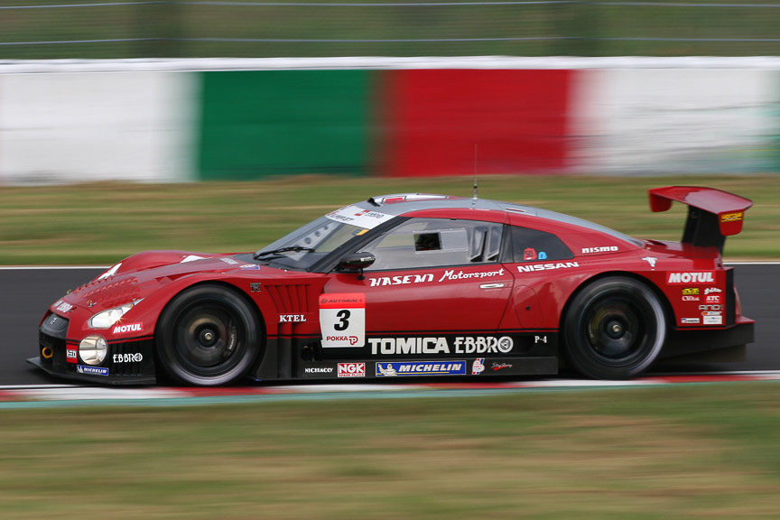 2位に入った3号車 HASEMI TOMICA EBBRO GT-R(ロニー・クインタレッリ/安田裕信)