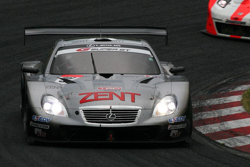 3位表彰台を獲得した38号車 ZENT CERUMO SC430(立川祐路/リチャード・ライアン)