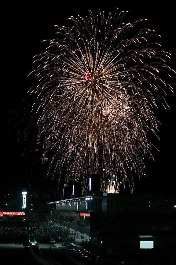 表彰式終了後の花火で鈴鹿の夏の祭典は締めくくられた