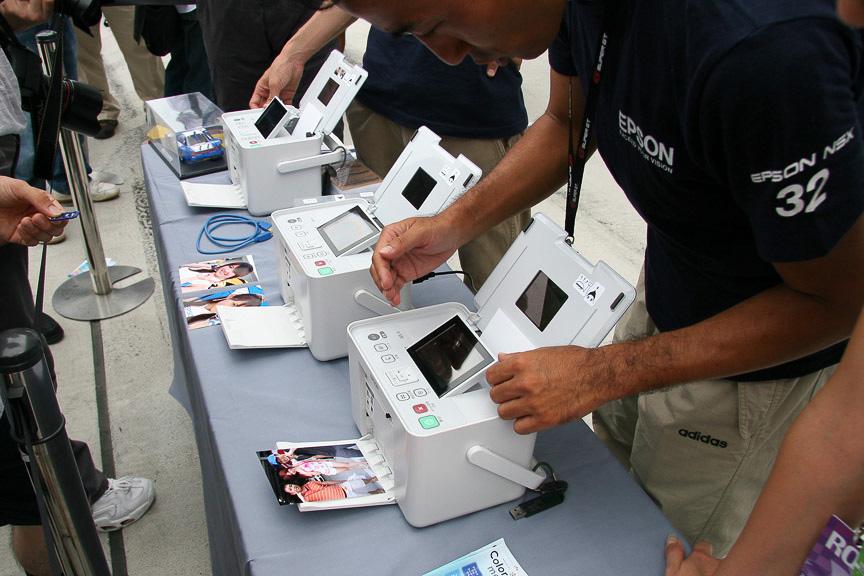 32号車 EPSON NSXのピットではエプソンプリンターによる印刷サービスが行われた
