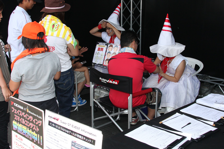 横浜ゴムのブースではグッズ販売やフェイスペインティングサービスなども行われていた