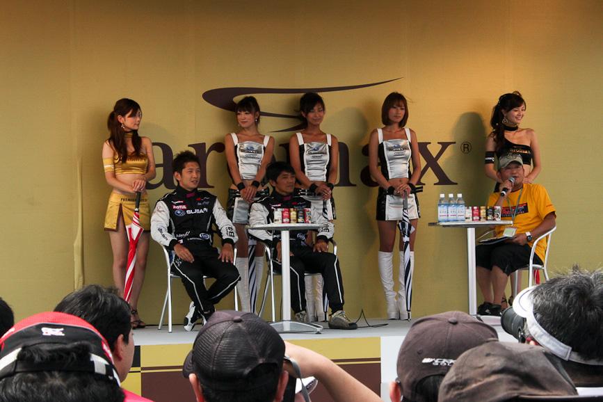 決勝前の時間帯には、各ブースでドライバートークショーが開催され、いずれも多くのファンが集まっていた