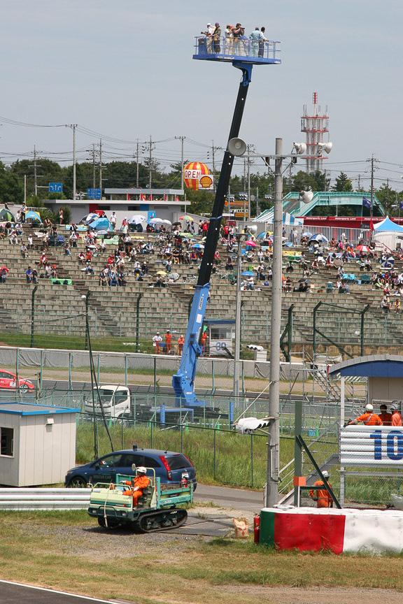 スカイデッキ。500円、時間予約で、最終コーナー内側にて初開催された。高さ約20m、観覧車の真ん中くらいの高さから見ることができる