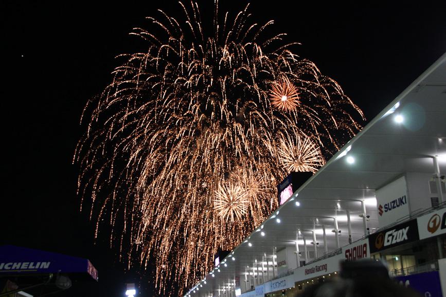 表彰式ではメインストレートが開放され、フィナーレの花火も観戦することができた