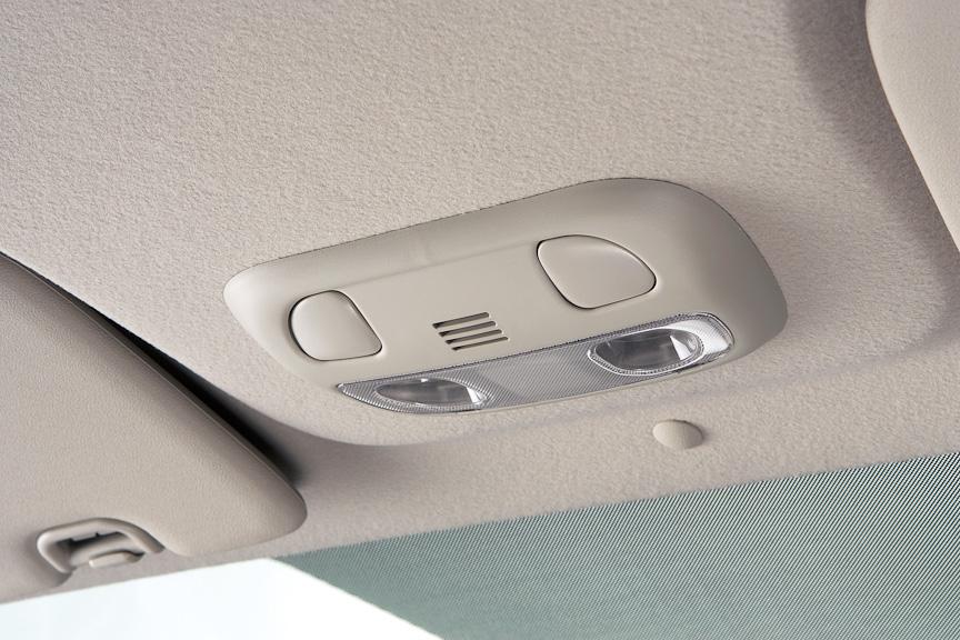 音声認識機能により、カーナビの操作やBluetooth対応の携帯電話でハンズフリー通話も可能とした
