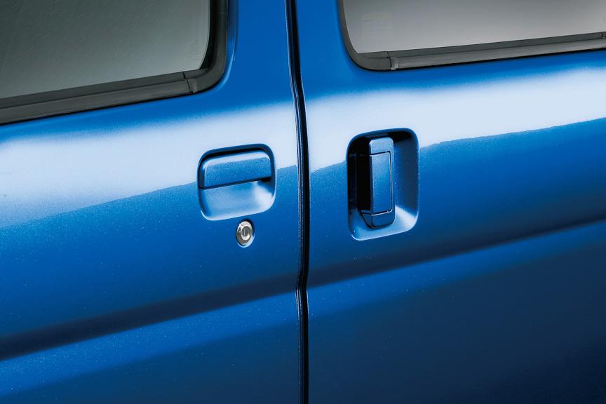 スライドドアイージークローザーは、左の半ドア状態の場合、ドアを全閉してくれる機能。RS Limited、RSに標準装備、LSにオプション