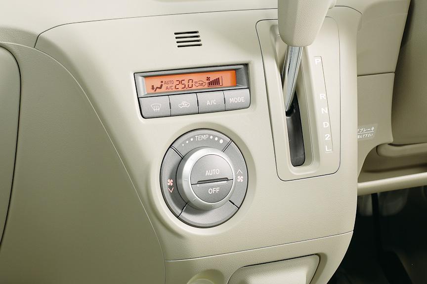 全車オートエアコンを装備