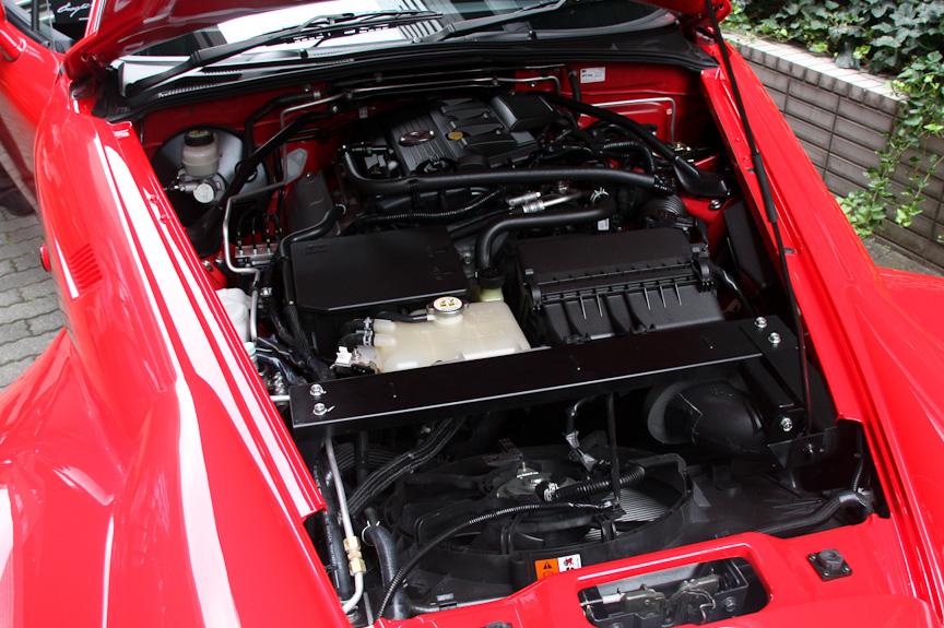 エンジンはマツダ製の直列4気筒 DOHC2.0リッター。モデルによって出力が異なり、「Standard」「Hi-premium」の最高出力は119kW(162PS)/6700rpm、「S-Standard」「S-Premium」「Premium」の最高出力は125kW(170PS)/7000rpm。最大トルクは共通で189Nm(19.3kgm)/5000rpm