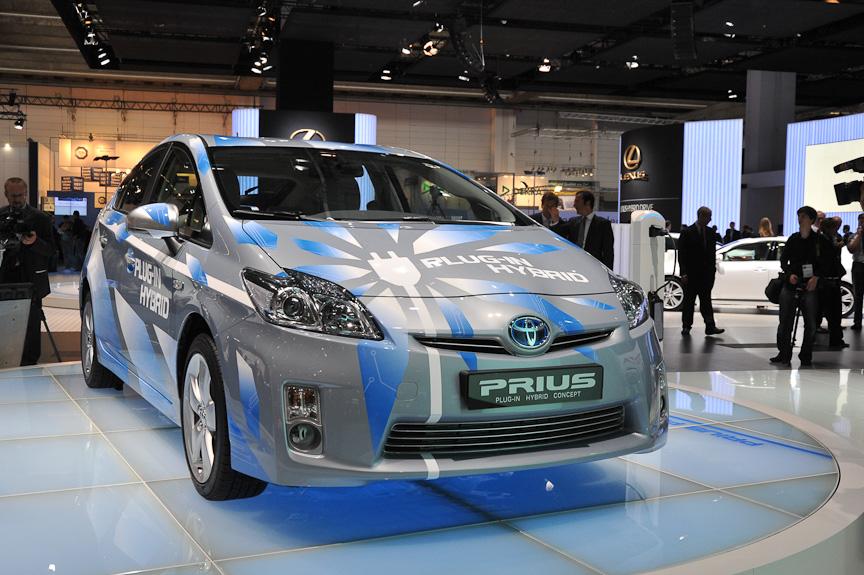 「プリウス・プラグインハイブリッド・コンセプト」。ニッケル水素充電池に代えて容量の大きなリチウム・イオン充電池を積み、EVモードでの航続距離を伸ばした