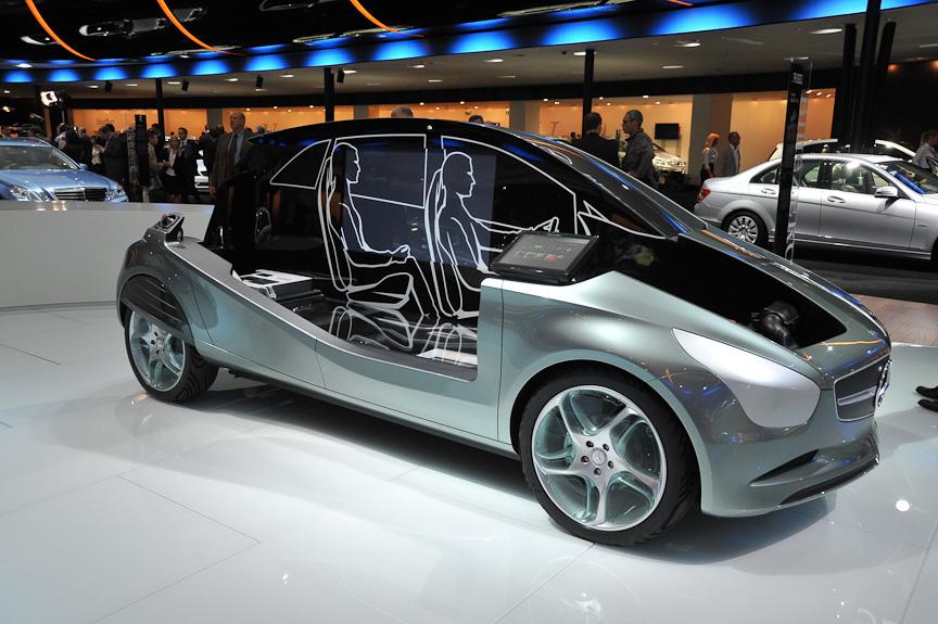 これは燃料電池車の「F-CELL」のコンセプトモックアップ